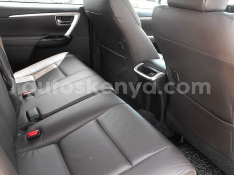 Big with watermark 2016 toyota fortuner e