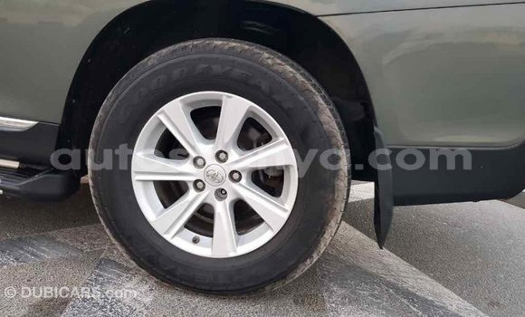 Buy Import Toyota Highlander Green Car in Import - Dubai in Central Kenya