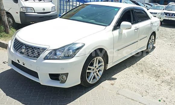 Buy Used Toyota Crown White Car in Mombasa in Coastal Kenya