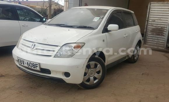 Buy Used Toyota IST White Car in Nairobi in Nairobi