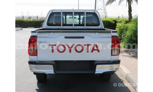 Buy Import Toyota Hilux White Car in Import - Dubai in Central Kenya