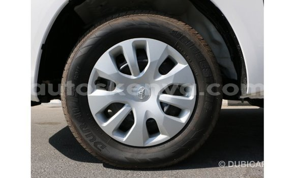 Imported Toyota Hilux White Makiinaa iti Import - Dubai keessatti Central Kenya keessatti
