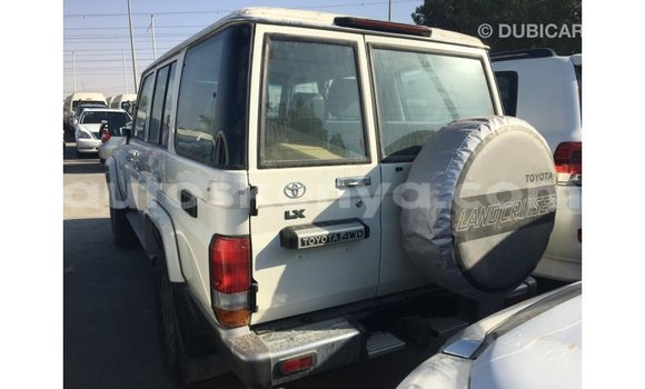 Imported Toyota Land Cruiser White Makiinaa iti Import - Dubai keessatti Central Kenya keessatti