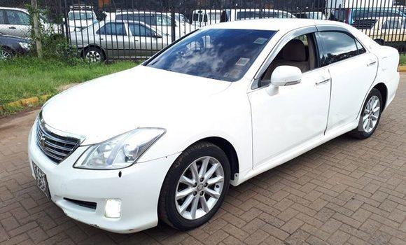 Buy Used Toyota Crown White Car in Nairobi in Nairobi