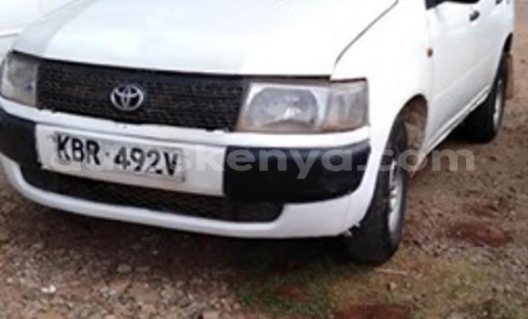 Oofamaa Toyota Probox White Makiinaa iti Nairobi keessatti Nairobi keessatti