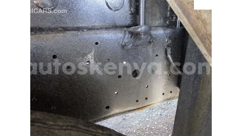 Big with watermark nissan ud central kenya import dubai 10069