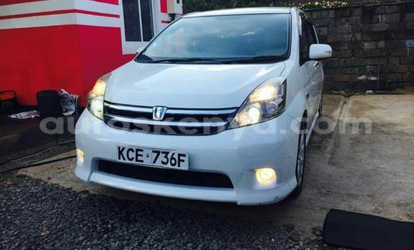 Buy Used Toyota ISIS White Car in Nairobi in Nairobi