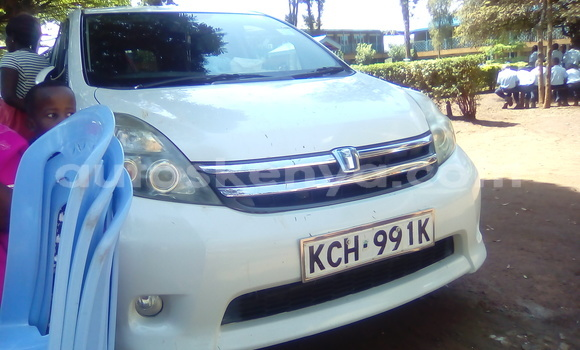 Buy Used Toyota ISIS White Car in Kiambu in Central Kenya