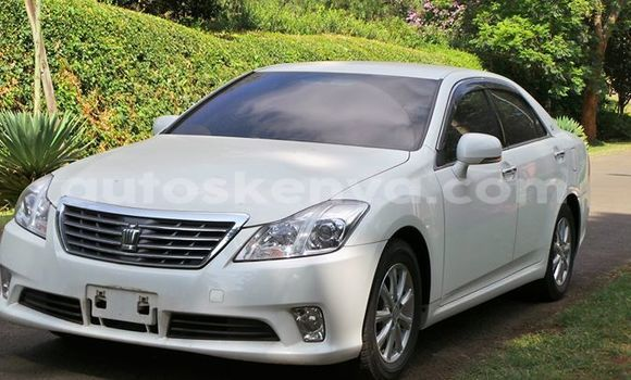 Buy Used Toyota Avensis White Car in Nairobi in Nairobi