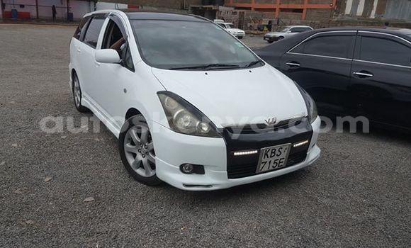 Oofamaa Toyota Wish White Makiinaa iti Nairobi keessatti Nairobi keessatti