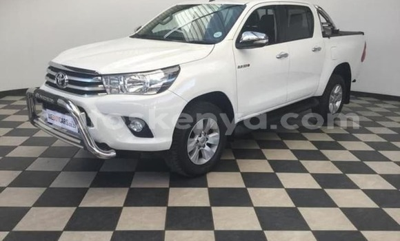 Buy Used Toyota Hilux White Car in Busia in West Kenya